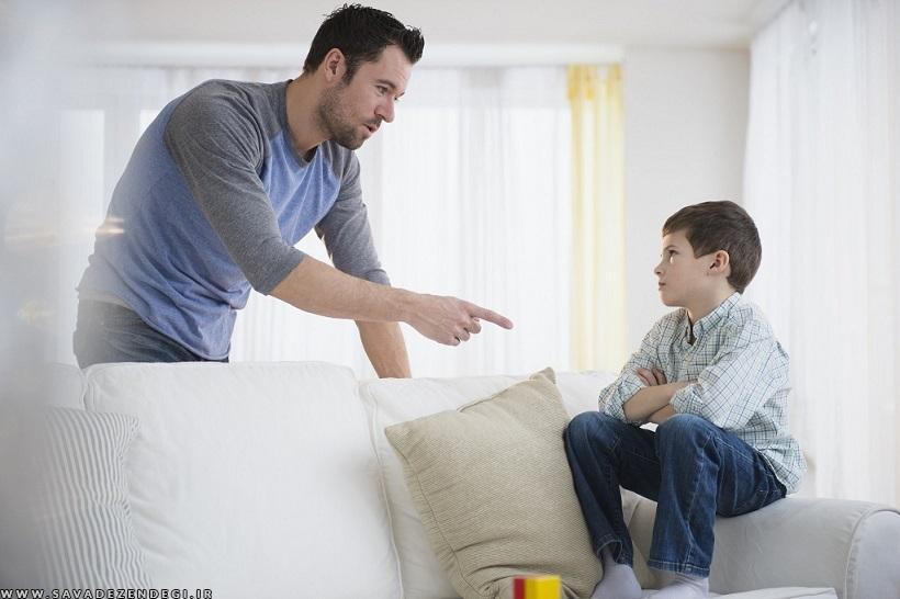 3 قانون طلایی تنبیه فرزندان مدرسه جو جستجوی مدارس مشهد:گر کودک شما ببیند که برای یک رفتار مشخص گاهی تنبیه می شود و گاهی نمی شود، تنبیه شما اتلاف وقت خواهد بود. مثلاً کودکی که حرف های زشت می زند به خاطر هر حرف زشت اگر بخشی از پول توجیبی اش کسر شود به تدریج این رفتار را کنار می گذارد، اما اگر یک بار کسر شود و دو بار نشود او تنبیه را جدی نمی گیرد. 3 قانون طلایی تنبیه فرزندان 1201 146